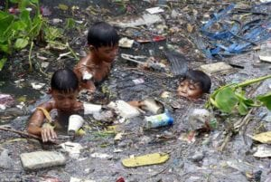 Duterte must clean up the bigger 'cesspool' near his office – the Pasig River